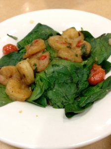 spinach salad with shrimp and tomatoes