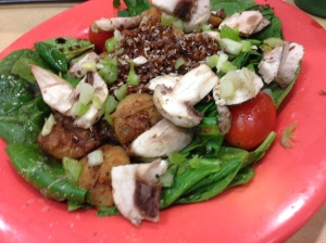 spinach salad with mushrooms, tomatoes, quinoa, and shrimp